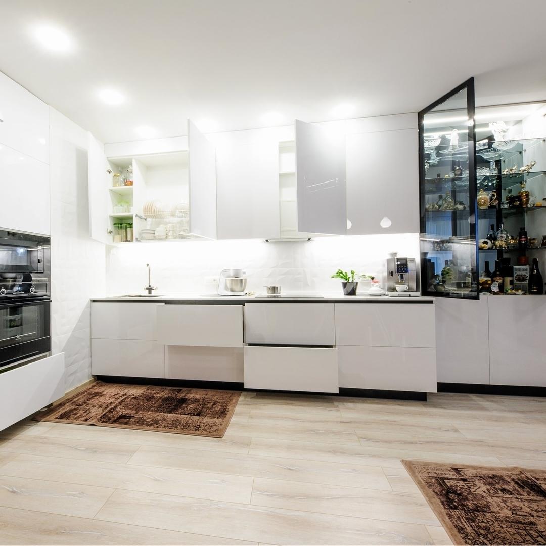 Белый кухонный гарнитур-Кухня МДФ в эмали «Модель 606»-фото4